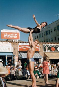 Ed Fury et Pudgy Stockton à Santa Monica Beach, Californie, photo de Bob Mizer .