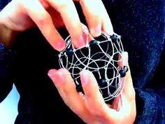 Mandala en 3D o mandala de alambre, es un artefacto que concentra energía por la armonía de sus formas, siendo un implemento importante para la practica de m...