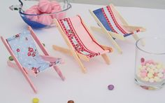 DIY deco: The mini loungers - Fairy Lights Terrace Popsicle Stick Crafts, Popsicle Sticks, Craft Stick Crafts, Diy And Crafts, Miniature Crafts, Miniature Dolls, Diy For Kids, Crafts For Kids, Diy Doll Miniatures