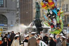 This fun ritual, in which Havis Amanda (statue) also gets her student cap, takes place at 18 on the evening before May Day and attracts thousands of viewers to the Market Square. Visit Helsinki, Visual Map, 1. Mai, May Days, May 1, Travel Information, Finland, Tourism, Amanda