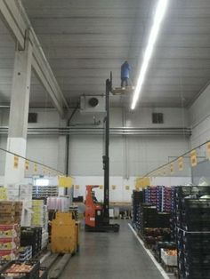 """Explore the latest collection of Funny Safety Fails Pics Just For Your Entertainment"""". These are the funniest pictures that will make your day more entertaining. Safety Pictures, Funny Pictures, Random Pictures, Safety Fail, Work Fails, Construction Safety, Construction Fails, Darwin Awards, Health"""