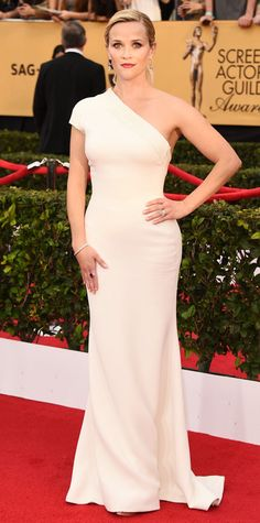 Reese Witherspoon looks glam in Giorgio Armani on the #SAGAwards #redcarpet