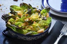 Kublanka vaří doma - Caesar salát s nakládaným žloutkem Cabbage, Vegetables, Food, Essen, Cabbages, Vegetable Recipes, Meals, Yemek, Brussels Sprouts