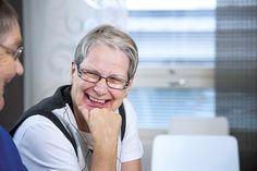 """#Seniorielämää Eloisa-kodissa: """"Kun aamulla herää ja aurinko paistaa toisen talon valkoiseen seinään -   kuin olisi ulkomailla."""" #seniorikoti #senioriasunto"""