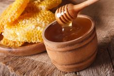 As a cough is such a common occurrence, an effective solution is highly sought after. Recent research has focused on the benefits of honey so here I take a look at this in a little more detail. Clostridium Botulinum, Honey Benefits, Cocktail Drinks, Cocktails, Gelatin, Chocolate Fondue, New Recipes, Peanut Butter, Baking