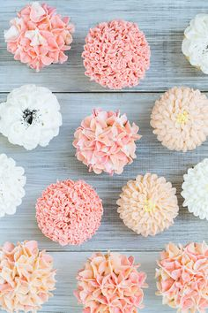 Cupcake Frosting Ideas - Floral Frosting Cupcakes - Floral Frosting Cupcakes – Sugar and Charm – sweet recipes – entertaining tips – lifestyle - Frost Cupcakes, Cupcakes Flores, Hydrangea Cupcakes, Flower Cupcakes, Spring Cupcakes, Fancy Cupcakes, Pretty Cupcakes, Diy Wedding Cupcakes, Strawberry Cupcakes