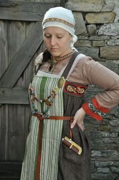 """Viking apron ""Hangerock"""" - I want to look more at the pleating on the apron dress.... (the grey one)"