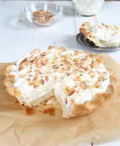 Gluten Free Coconut Cream Pie -- needs a substitute for whipped cream on top to be CF, maybe soy whip or a meringue topping? Gluten Free Deserts, Gluten Free Pie, Gluten Free Banana Bread, Gluten Free Sweets, Foods With Gluten, Gluten Free Baking, Gluten Free Recipes, Banting Recipes, Lactose Free