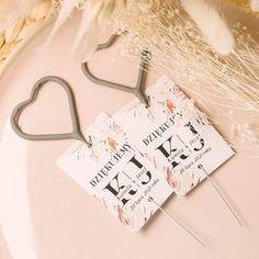 #Zimneognie w kształcie serduszek #iskierkiMiłości #weselneognie #wesele Place Cards, Place Card Holders, Rustic, Country Primitive, Farmhouse Style, Country