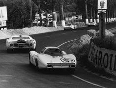 24h Le Mans 1967 - Jo Siffert - Porsche 907 LH #41 Sports Car Racing, Sport Cars, Race Cars, Auto Racing, 24h Le Mans, Le Mans 24, Porsche 911 Rsr, Vintage Racing, Vintage Cars