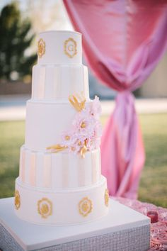 gold striped cake by http://www.classiccakesandconfections.com | Photography by ginameola.com | Event Planning by ashleygain.com |    Read more - http://www.stylemepretty.com/2013/07/09/arizona-wedding-from-gina-meola-ashley-gain-weddings-events/