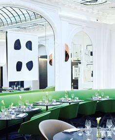 Amazing renovated The V restaurant located at Parisian Hotel Vernet by Francois Champsaur  @hotel_vernet repost @sterlingvilla #hoteldesign #hospitalitydesign #boutiquehotel #restaurantdesign #frenchdesign #frenchdesigner #hotelvernet #designhotel #bsignaturehotels #francoischampsaur #paris #champselysees #eyecandy #interiorarchitecture #interiorarchitectureanddesign #moderndesign #contemporarydesign #interiordesign #interiordesigner #luxurytravel #luxuryliving #inspiration