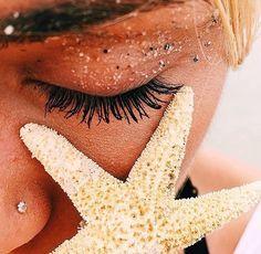 Imagem de beach, girl, and paradise