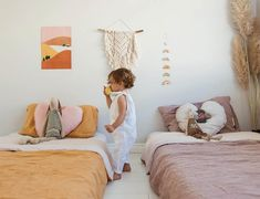 42 Fascinating Shared Kids Room Design Ideas - Planning a kid's bedroom design can be a lot of fun. It can also be a daunting task as you tackle the issue of storage and making things easy to clean. Minimalist Kids, Happy Room, Shared Rooms, Childrens Bedrooms Shared, Kids Room Design, Room Kids, Child Room, Kids Rooms Decor, Small Kids Rooms