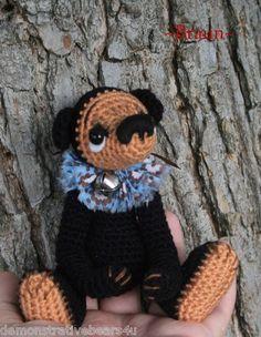 Braun a mini Balck bear amigurumi artist bear
