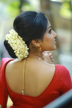 Indian bridal updo acupressure points Ideas for 2019 Low Bun Hairstyles, Indian Hairstyles, Bride Hairstyles, Hairdos, Bridal Hair Buns, Bridal Hairdo, Indian Natural Beauty, Indian Beauty Saree, Wedding Hair Clips