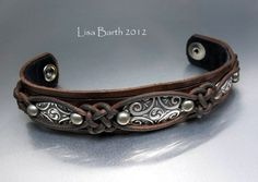 Leather and fine silver bracelet. (by Lisa Barth) by twila Leather Art, Leather Cuffs, Leather Jewelry, Wire Jewelry, Jewelry Crafts, Leather Bracelets, Jewellery, Leather Accessories, Jewelry Accessories