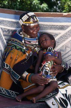 Africa | Ndebele mother holder her daughter. South Africa | © Lindsay Hebberd/Corbis