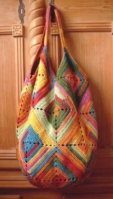 Granny crochet bag. Pattern here http://www.stricksucht.de/anleitungen/crochetedbag.pdf