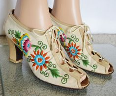 Vintage 1960's Embroidered Beaded Flower by ElectricLadyland1 Women's vintage fashion footwear shoes pumps