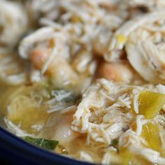 White Chicken Chili makes a delicious meal full of spicy chili flavor, white beans and chicken. You& love this easy White Chicken Chili recipe. Chili Recipes, Mexican Food Recipes, Crockpot Recipes, Soup Recipes, Chicken Recipes, Cooking Recipes, Healthy Recipes, Recipies, Paleo