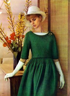 Moda Retro, Moda Vintage, Vintage Vogue, Vintage Dresses, Vintage Outfits, Vintage Fashion Photography, Vintage Couture, 1960s Fashion, Green Fashion