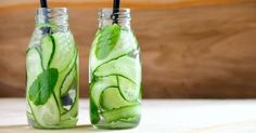 Recipe for slimming cucumber and mint drink special flat stomach Flat Stomach Foods, Jus Detox, Drink Specials, Bariatric Surgery, Healthy Snacks, The Cure, Food And Drink, Nutrition, Drinks
