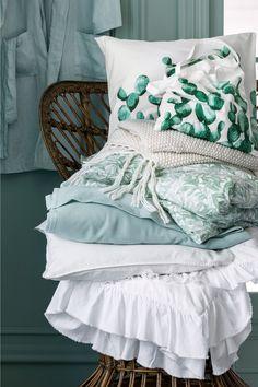 Jeté de lit double: Jeté de lit tissé en coton mélangé à la texture gaufrée.