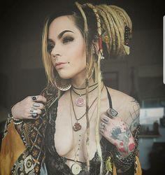 Dreads White Girl Dreads, Dreads Girl, Boho Fashion Indie, Rasta Girl, Dreadlock Extensions, Hot Tattoos, Girl Tattoos, Hot Tattoo Girls, Dread Hairstyles