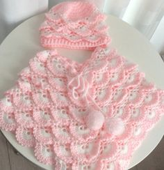 This Pin was discovered by Gul Crochet Teddy, Baby Girl Crochet, Crochet Baby Clothes, Crochet Baby Shoes, Crochet Cross, Crochet For Kids, Girls Poncho, Baby Poncho, Crochet Poncho Patterns