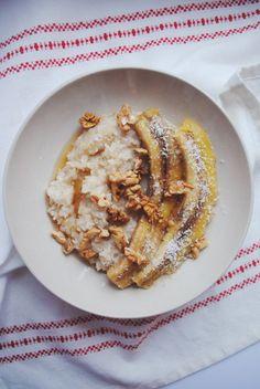 Wierzcie mi lub nie, ale przez długi czas w życiu byłam przekonana, że nie lubię ryżu na słodko. Oczywiście nigdy go nie próbując. Dopiero niedawno odkryłam jak bardzo dobry jest, zwłaszcza na śniadanie z mnóstwem dodatków.