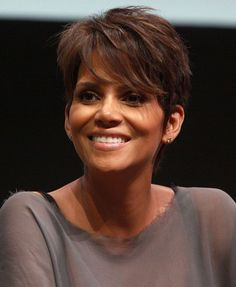 Halle Berry Wins Her Natural Hair Day In Court For Daughter featured on @naturalhairmag.