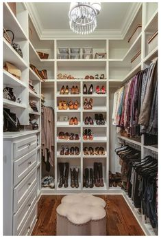 A selection of 14 walk in closet designs that are both elegant and charming. A selection of 14 walk in closet designs that are both elegant and charming. Small Master Closet, Master Closet Design, Walk In Closet Design, Master Bedroom Closet, Small Closets, Closet Designs, Small Walk In Closet Ideas, Small Walkin Closet, Master Closet Layout