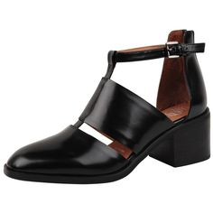 """Jeffrey Campbell """"Melina"""" There is something about this shoe that I throwback? Black Leather Flats, Leather Ankle Boots, Black Shoes, Pointed Ballet Flats, Short Black Boots, Fancy Shoes, Black Ankle Booties, Fashion Shoes, Women's Fashion"""