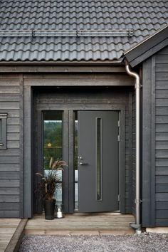 Hemma hos i ett modernt hus inspirerat av tradition Industrial Farmhouse, Farmhouse Design, Architectural Digest, Modern Wooden House, Modern Style Homes, Timber Cladding, Duplex, Swedish House, Log Homes