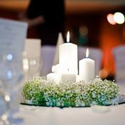Winterhochzeit Cloppenburg Tischdeko Schleierkraut und Kerzen Winter wedding, table decor, babys breath and candles