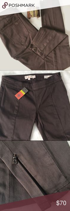 "Tory Burch Piper Side Zip Legging in Coconut NWT - perfect condition. Side zip waist and ankle zipper details. Rise 8"", Inseam 27"". No flaws! Tory Burch Pants Ankle & Cropped"