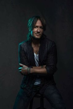 Portrait of the day by : The man everybody is chasing. Huge thank you to Keith Urban. Shot for CMT Artists of the Year Retouched by who is also a very solid assist. Male Country Singers, Country Artists, Urban Pictures, Country Men, Urban Legends, Keith Urban, Rock Legends, Nicole Kidman, Beautiful Men