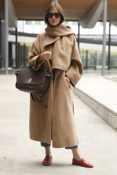 Wool camel coat and scarf camel scarves, trenchcoats, fashion weeks, daily fashion, Fashion Mode, Look Fashion, Winter Fashion, Womens Fashion, Fashion Trends, Daily Fashion, Winter Outfits, Cool Outfits, Camel Coat Outfit