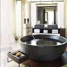 Une baignoire parfaitement ronde! <3