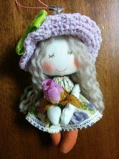 ハンドメイドマーケット minne(ミンネ)| ストラップ付ミニドール(パープル帽子) Doll Clothes Patterns, Doll Patterns, Art Dolls, Chiffon, Crochet Hats, Textiles, Sewing, Board, Cute