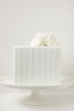 Such a simple and Elegant little cake - love it!
