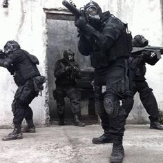 Just post what you think the most badass military uniform is through any time of history. Best Special Forces, Military Special Forces, Military Gear, Military Weapons, Private Military Company, Special Air Service, Royal Marines, Military Pictures, Modern Warfare