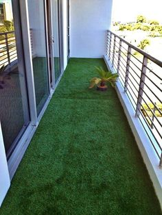 Artificial turf for the balcony idea