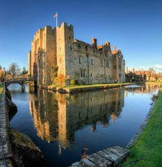 Hever Castle, Kent, England.  Neil Howard, flickr.