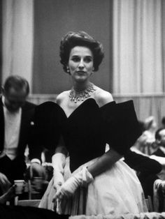 Babe Paley, Prominent Socialite and Fashion Icon, Clad in Elegant Evening Gown While Attending Pres. Babe and Bill Paley were known Republicans, though they disliked Barry Goldwater. Fashion Mode, Fashion Week, Womens Fashion, Style Fashion, Babe, Diahann Carroll, Faye Dunaway, Diana Vreeland, Katharine Hepburn