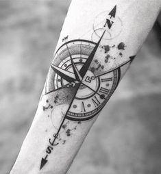 tattoo designs men / tattoo designs & tattoo designs men & tattoo designs for women & tattoo designs unique & tattoo designs men forearm & tattoo designs men sleeve & tattoo designs men arm & tattoo designs drawings Vintage Compass Tattoo, Compass Tattoo Design, Forearm Tattoo Design, Forearm Tattoo Men, Arm Band Tattoo, Arrow Compass Tattoo, Tricep Tattoos, Forarm Tattoos, Arrow Tattoos