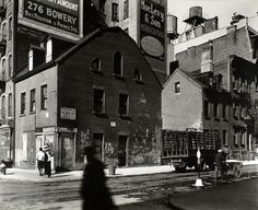 mulberry and prince nyc 1935 : berenice abbott