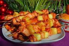 Shish kebab in oven from chicken and pineapple (weight loss) Shrimp Kabobs, Chicken Skewers, Chicken Recipes Food Network, Pineapple Chicken Recipes, Cooking Eggplant, Cooking Fails, Shish Kebab, Cooking Light Recipes, How To Cook Steak