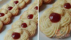 Vanilkové sváteční/vánoční kytičky | NejRecept.cz Waffles, Pancakes, Toblerone, Czech Recipes, Eid, Baking Recipes, Sweet Tooth, Pudding, Cookies